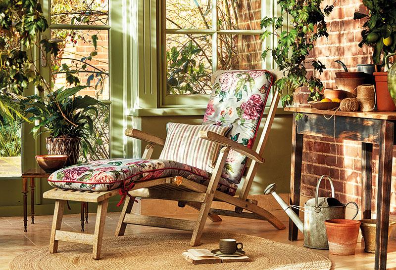 Floral pink sun-lounger